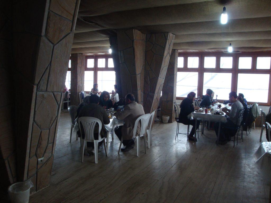 سالن اصلی رستوران آبی